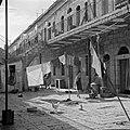 Woningen in een straat in de wijk Mea Shearim typerend voor de wijk zijn de ond, Bestanddeelnr 255-0400.jpg