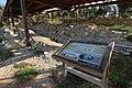 Yacimiento de La Pedraja en Mambrillas de Lara, panel informativo y huellas.jpg