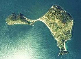 https://upload.wikimedia.org/wikipedia/commons/thumb/5/50/Yuri-Jima_Island_Aerial_photograph.jpg/280px-Yuri-Jima_Island_Aerial_photograph.jpg