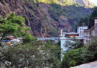 China–Nepal border - Image: Zangmu frontiere
