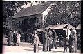 Ziljsko štehvanje 1956 - ljudje se zbirajo k štehvanju.jpg