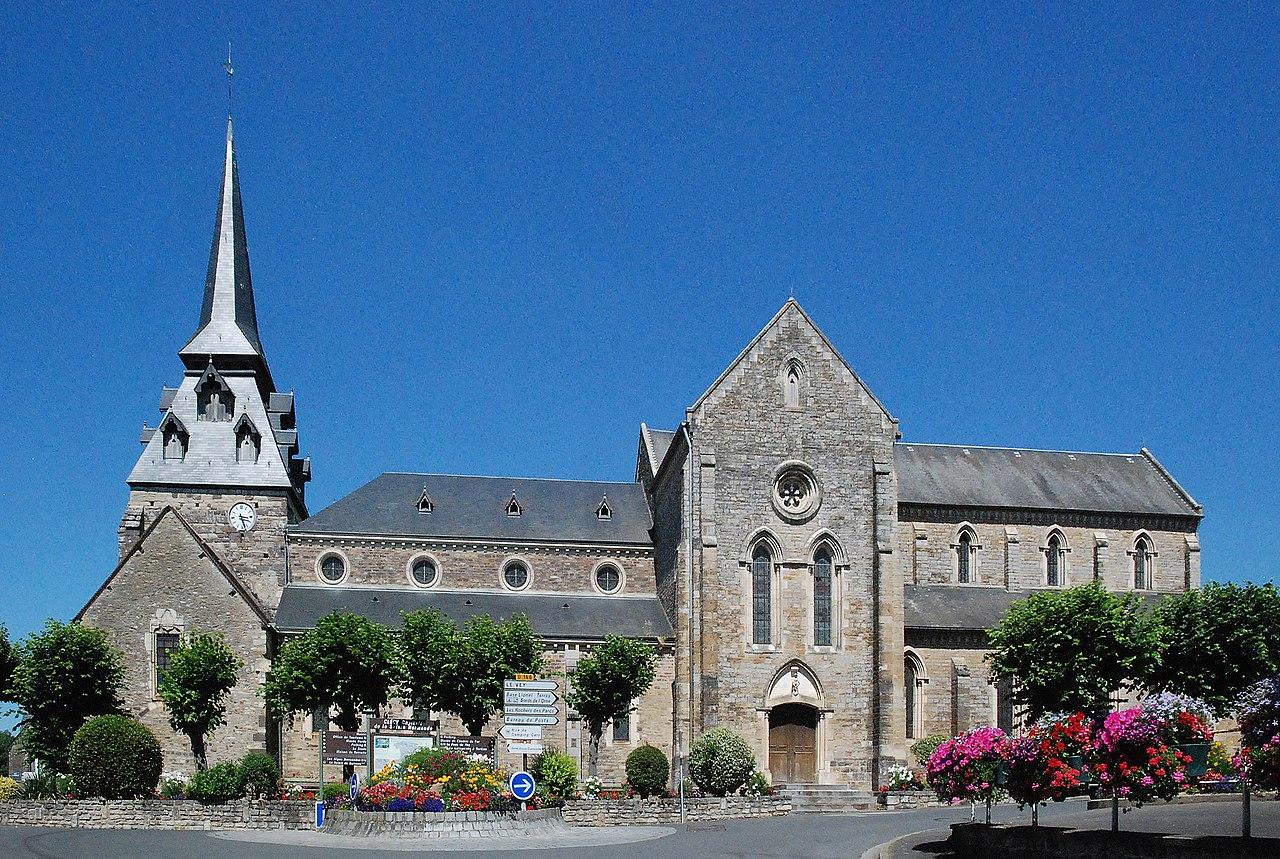 Église Saint-Pierre de Clécy (1).jpg