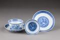Östasiatisk keramik. Koppar med fat, 2 st - Hallwylska museet - 95787.tif