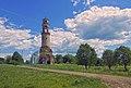 Ансамбль Казанской церкви. Вид с поворота дороги.jpg