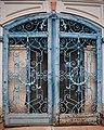 Верхние ванны. Железные ворота, закрывающие служебный вход.jpg