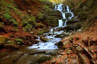 Водоспад Шопіт восени.jpg