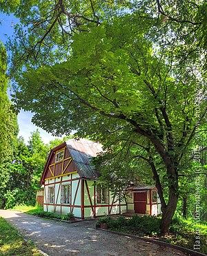 Korostyshiv - Image: В тінистому парку приховалась від суєти колишня бібліотека поета, і колишнього власника Коростишева графа Олізара