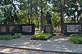Могила радянського воїна в центрі села Бобрик. Перенесена з місцевого кладовища. 59-241-0012.jpg