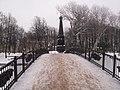 Мост и памятник Героям 1812 года зимой.JPG