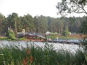 Понтонный мост через реку Донховку. Конаково, Тверская область, Россия. Общий вид..jpg