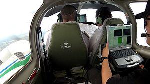 Airborne Sensor Operator - Image: Экипаж Da 42MNG
