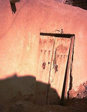 Esfarvarin - Image: در یک خانه اسفرورین