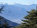 釈迦ヶ岳登山道路入り口から北岳と甲府盆地 - panoramio.jpg