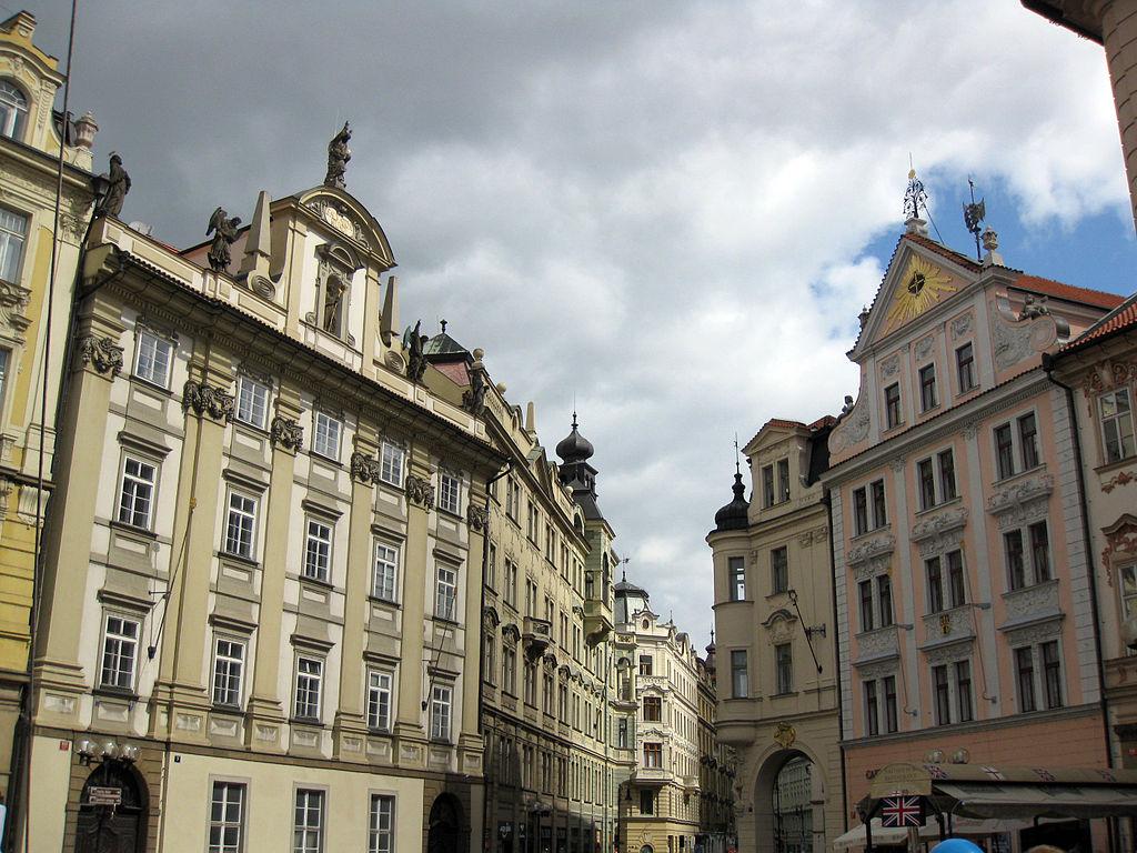 Dům Zlatý kříž sur la place du marché de la Vieille Ville de Prague - Photo de Enfo