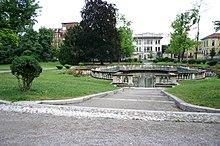 La peschiera dei giardini di via Guastalla, accanto alla Cerchia del Navigli