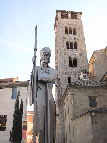 File:122 L'abat Oliba i el campanar romànic de la catedral.jpg