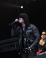 13-06-09 RaR Escape the Fate Craig Mabbitt 07.jpg