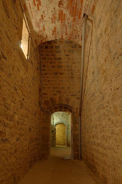 This file was uploaded  with Commonist.    La chambre des lampes d'un des magasins à poudre.  Bart hill fortifications (HDR).