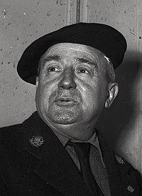 16.10.52. M. Escudier gardien de musée gagnant de la Loterie Nationale (1952) - 53Fi4933 (cropped).jpg