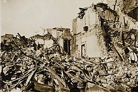 1914 earthquate in Sicily, ruins of Mortara 3 (cropped).jpg