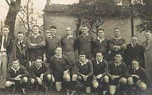 Harry Sunderland - Sunderland with 1937-38 Kangaroos (2nd left, back row)