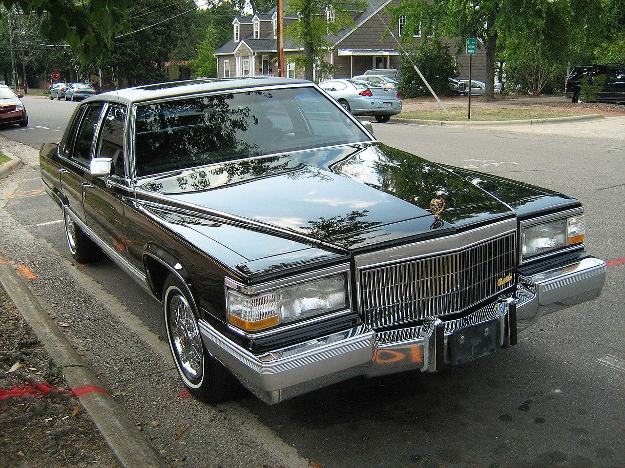 File:1991 Cadillac Fleetwood gold-edition black fr.jpg ...