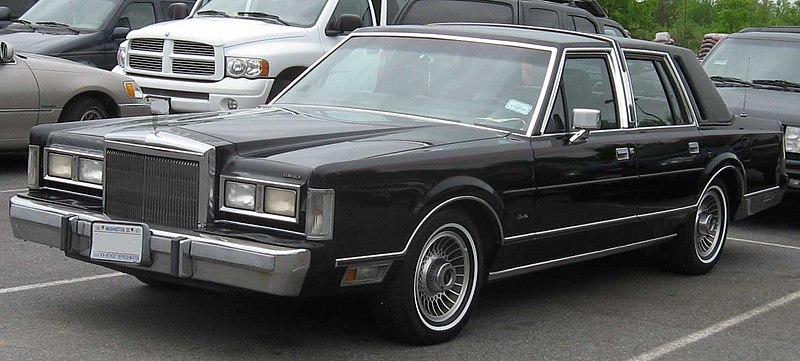 File 1st Lincoln Town Car Jpg Wikimedia Commons