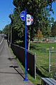 2000s-style TriMet bus stop sign on NW 185th.jpg