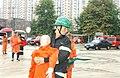 2003년 9월 5일 서울특별시 소방공무원 서영수 요구조자 운반.jpg