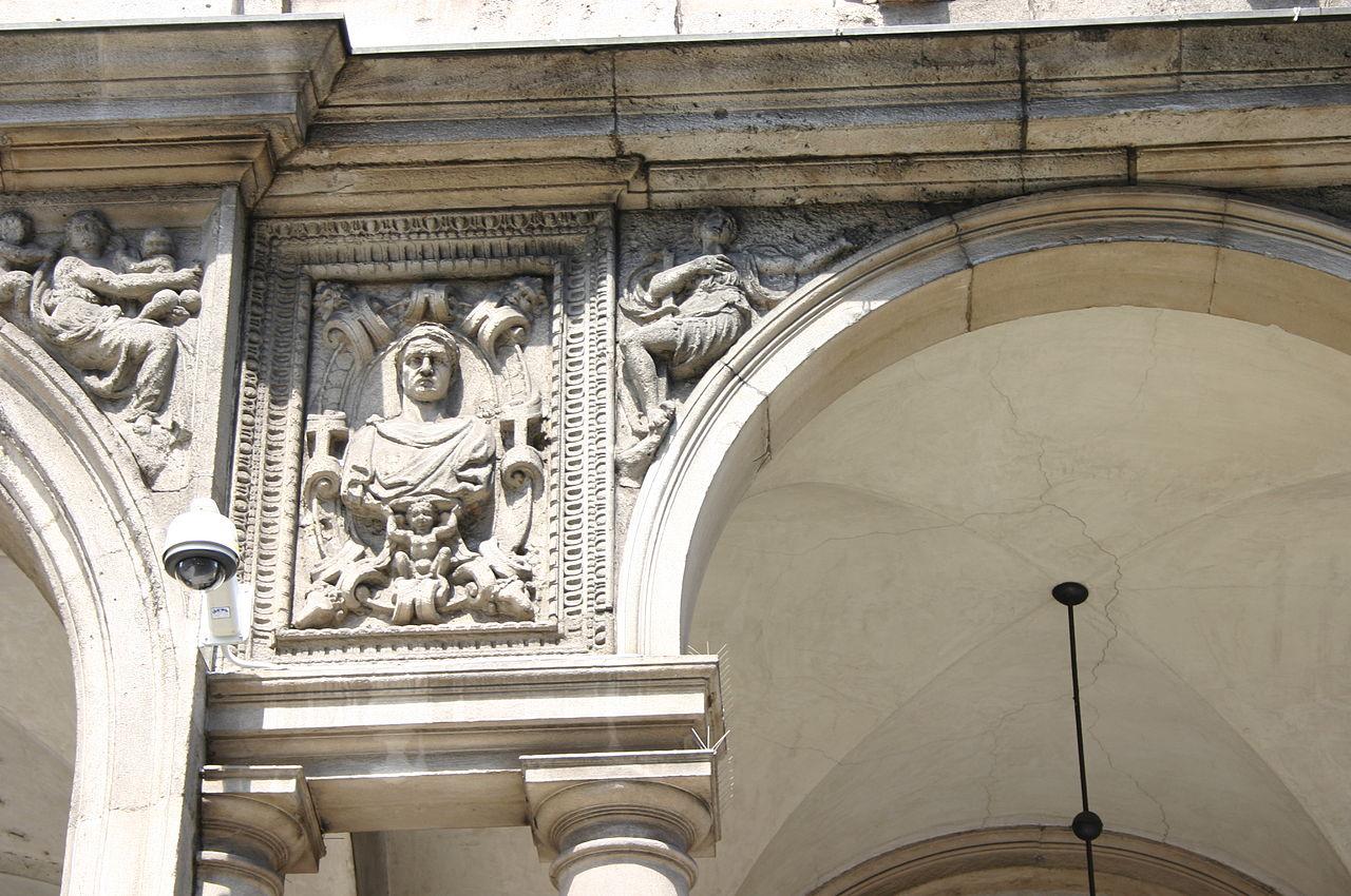 File 5054 milano palazzo dei giureconsulti foto for Palazzo 24