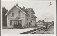521. Greaaker Jernbanestation. - no-nb digifoto 20151120 00007 bldsa PK06708.jpg