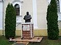 A templomkertben a Károli Gáspár szobor..jpg