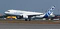 Airbus A320neo landing 02.jpg