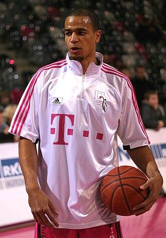 Alex King (basketball) - King with Telekom Baskets Bonn