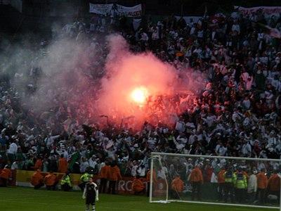 لمحة عن المنتخب الوطني الجزائري 400px-Algeriafans.JP