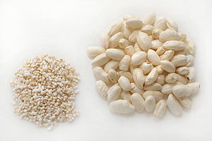 Puffed grain - Puffed amaranth (left) and rice