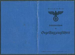 Amtsdokument Paul Fischer 1942-11-18 Hauptmann Deutsches Reich Luftfahrerschein für Segelflugzeugführer Seite 01 und 12 S 6573 41 Heidelberger Gutenberg-Druckerei I.42.jpg