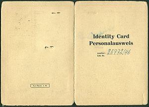 Amtsdokument Paul Fischer 1946 Geschäftsführer Identity Card Personalausweis Stadt Wattenscheid Seite 1 und 4 Karl Busch.jpg