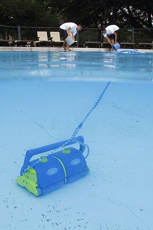 Swimming pool sanitation - Automated pool cleaner
