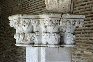 Chapiteau d'un pilier d'angle de cloître