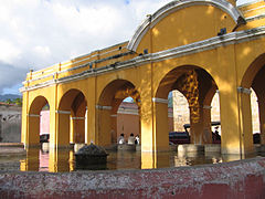 Antigua fountain 2008 06.JPG