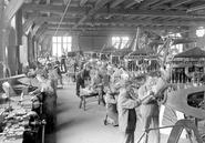 Arbeiten an montierten Motoren der Flugzeuge - CH-BAR - 3241401