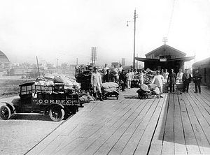 Correo Argentino - Employees of the post service and their vehicles, c. 1910.