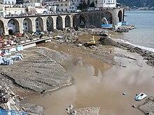 La spiaggia di Atrani dopo l'alluvione del 2010