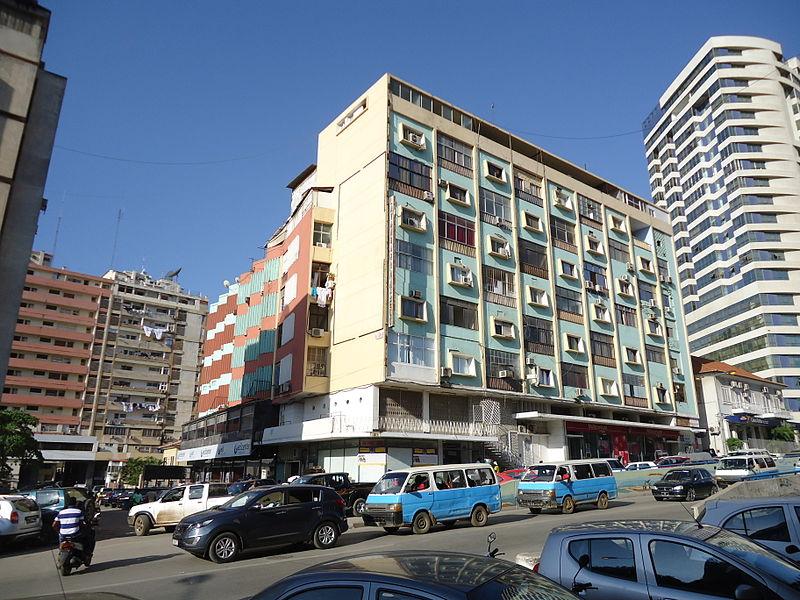 Av. de Portugal Luanda 02.JPG