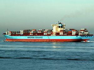 Axel Maersk IMO 9260419, leaving Port of Rotterdam, Holland 24-Jan-2006.jpg
