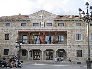 Ayuntamiento Manzanares el Real.jpg