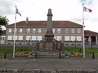Azerailles (M-et-M) monuemtn aux morts devant l'école.jpg