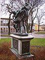 Bältesspännarna, staty vid Vänersborgs museum, den 10 januari 2008.jpg