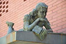 Statua commemorativa di Anna Frank a Barcellona